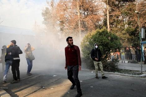 """""""Brot, Arbeit, Freiheit"""": Was die Menschen im Iran auf die Straße treibt"""