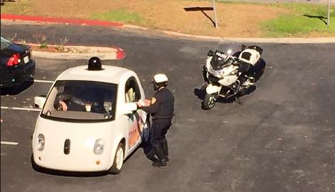 Zu langsam: Polizei hält Google-Auto auf