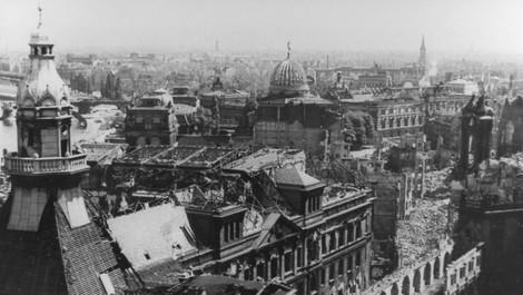 Gegen das Vergessen: Die Bombardierung Dresdens, die Geschichtspolitik und die Medien