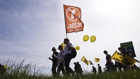 Was die Aberkennung der Gemeinnützigkeit von Attac für die Zivilgesellschaft bedeutet